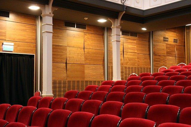 prázdné divadelní hlediště
