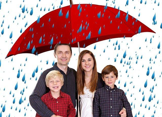 rodina v dešti
