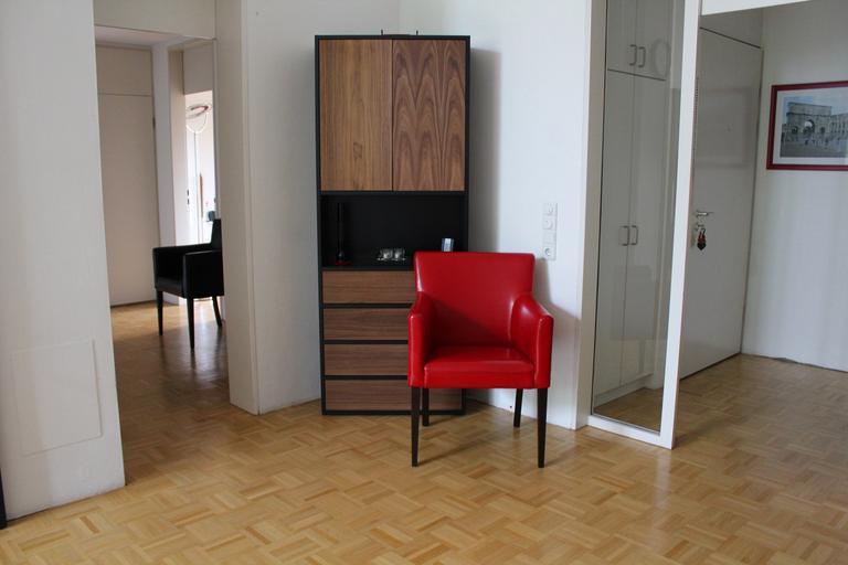 skříň v chodbě